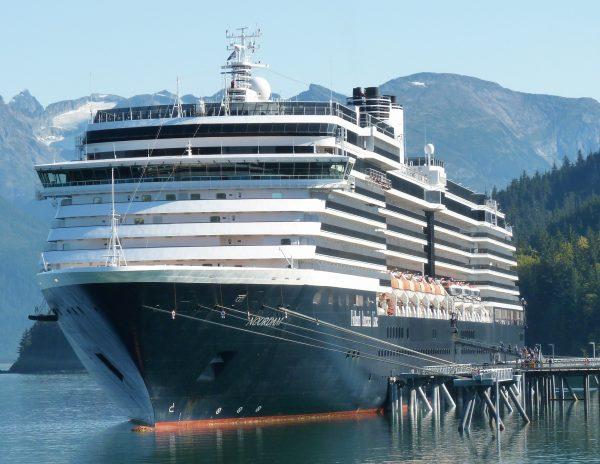 9-20-17-The-cruise-ship-Noordam-docks-in-Haines.-Ed-Schoenfeld-600x464-1