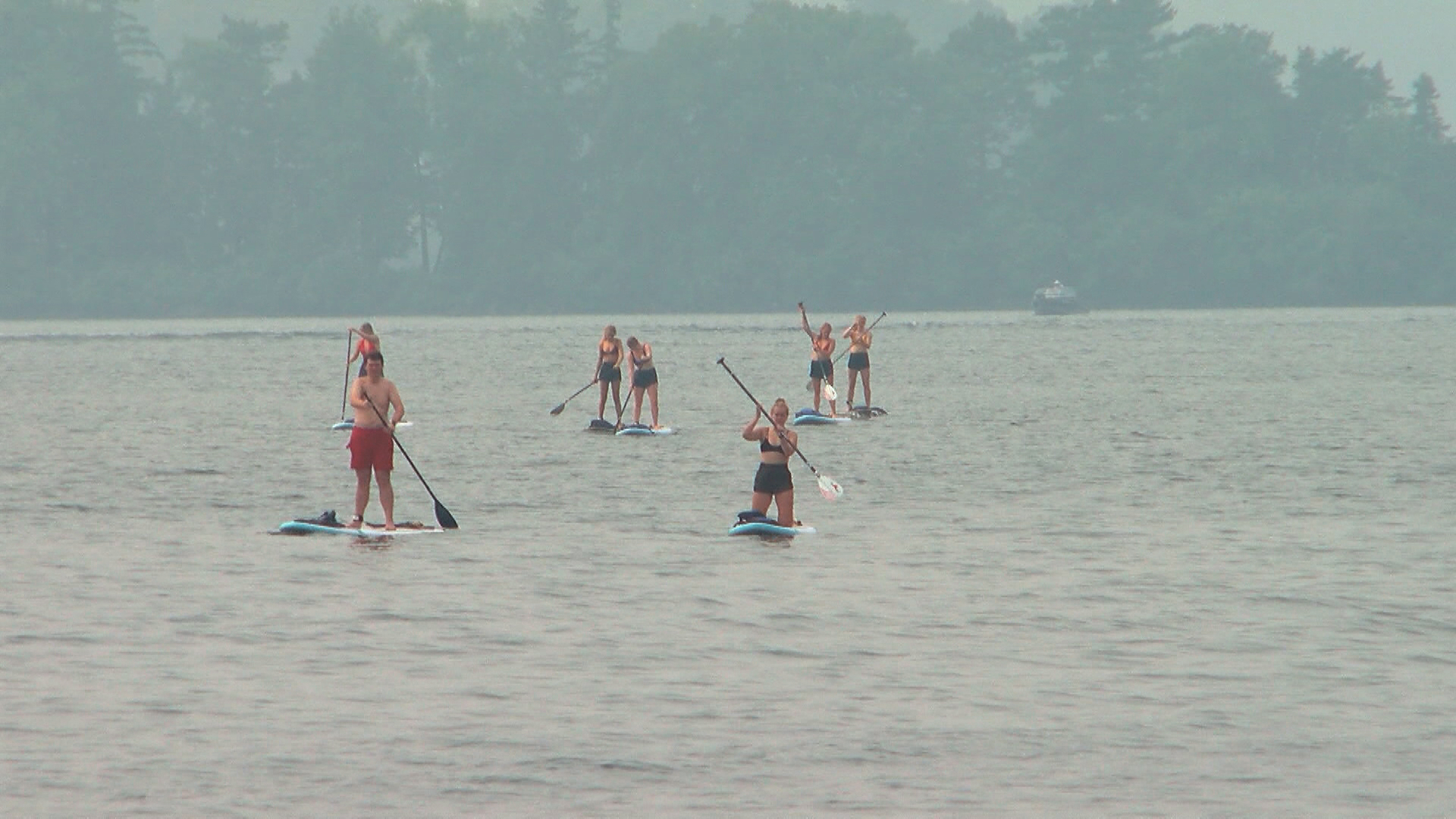 Smoky-Hazy-Poor-Air-Quality-Paddleboarders